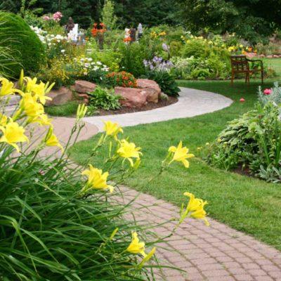 garden-flowers-lawn